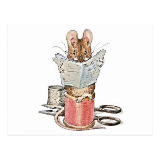 Souris de tailleur sur la bobine du fil cartes postales
