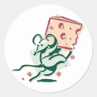 Souris prenant des autocollants de fromage