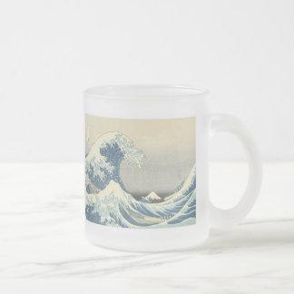 Sous la vague de Kanagawa, Hokusai, tasse 1830-32