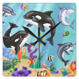 Sous l'horloge murale de mer horloge carrée