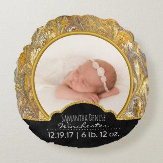 Souvenir de photo d'or du faire-part de naissance coussins ronds