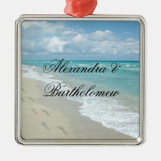 Souvenir personnalisé par scène tropicale de plage ornement carré argenté