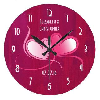 Souvenir romantique de date de mariage de 2 coeurs grande horloge ronde