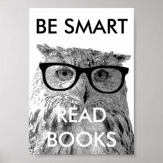 Soyez affiche lue futée de livres avec la photo dr