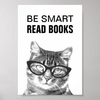 Soyez affiche lue futée de livres avec la photo