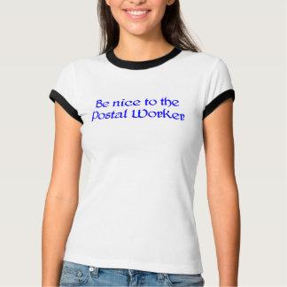 Soyez Nice au T-shirt de travailleur postal