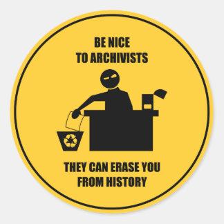 Soyez Nice aux archivistes Sticker Rond