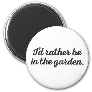 Soyez plutôt dans le jardin magnet rond 8 cm