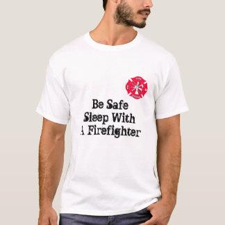 Soyez sommeil sûr avec un sapeur-pompier t-shirt