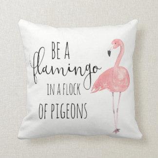 Soyez un flamant en troupeau de coussin de pigeons