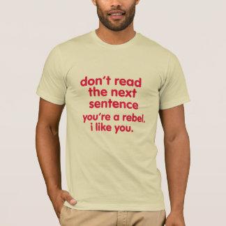 soyez une conception drôle rebelle de T-shirt