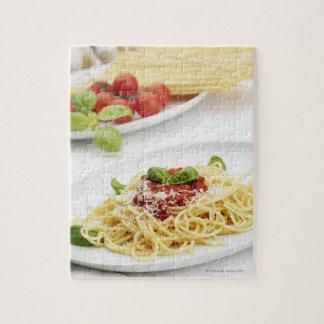 Spaghetti avec la sauce tomate et le basilic puzzle