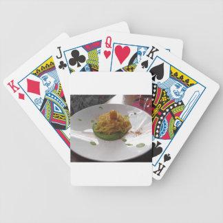 Spaghetti avec le bottarga sur la sauce à asperge jeu de cartes