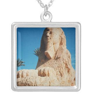 Sphinx d'albâtre, nouveau royaume pendentif carré