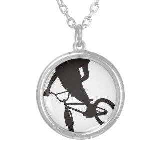 sports de style libre de vélo de bmx- faisant du pendentif rond