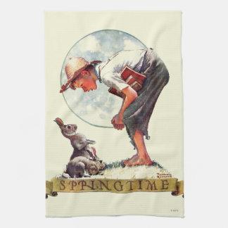 Springtime, garçon 1935 avec le lapin serviette pour les mains