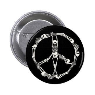 Squelettes de signe de paix badge rond 5 cm
