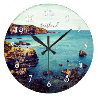 St Abbs en Ecosse, belle horloge murale