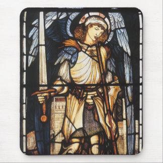St Michael par Burne Jones, Arkhangel vintage Tapis De Souris