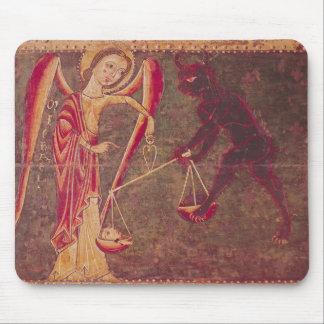 St Michael pesant des âmes, d'un retable Tapis De Souris