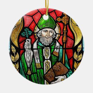 St Patrick, image en verre souillé, ornement