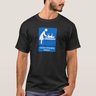 Station changeante de licorne t-shirt