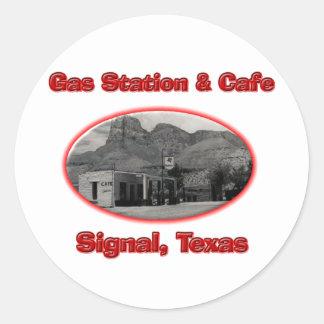 Station service et café autocollant rond