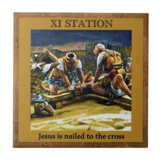 Stations de la croix #11 de 15 Jésus cloué Petit Carreau Carré