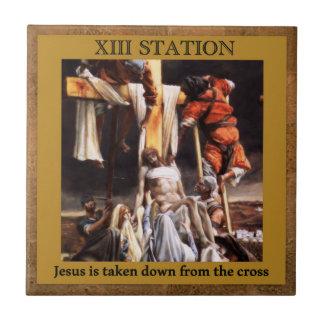 Stations de la croix #13 de 15 Jésus pris vers le Petit Carreau Carré