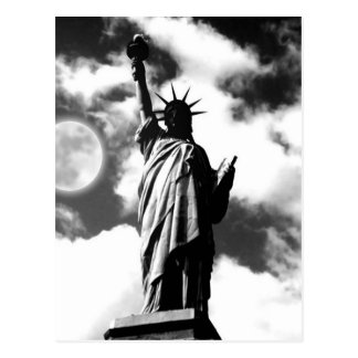 Statue blanche noire de carte postale de New York