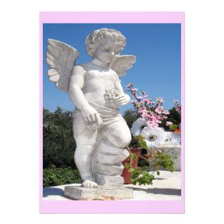 Statue d ange dans le rose