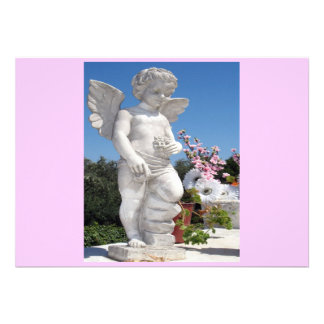 Statue d ange dans le rose et le gris