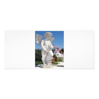 Statue d ange dans V blanc Invitations