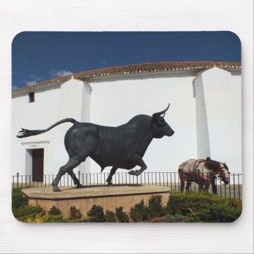 statue de taureau et de cheval espagnol tapis de souris zazzle. Black Bedroom Furniture Sets. Home Design Ideas