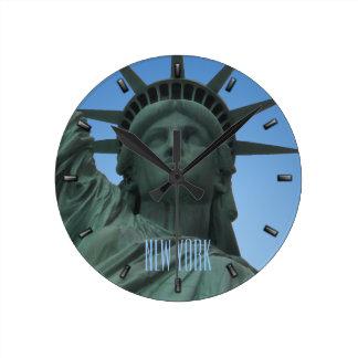 statue de libert horloges statue de libert horloges murales. Black Bedroom Furniture Sets. Home Design Ideas