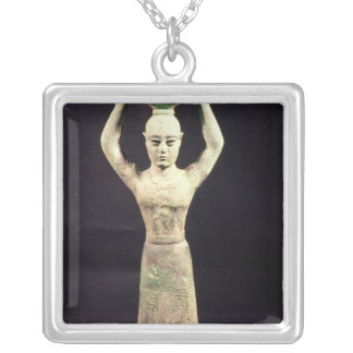 Statuette de porteur de offre avec votif collier