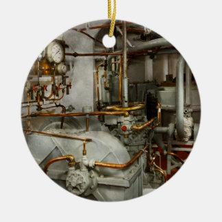 Steampunk - dans la salle des machines ornement rond en céramique