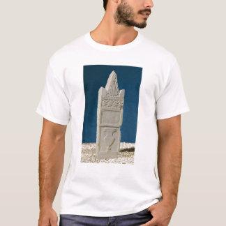 Stele votif avec un fronton triangulaire t-shirt