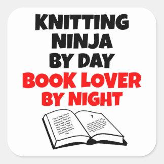 Sticker Carré Amoureux des livres de Ninja de tricot