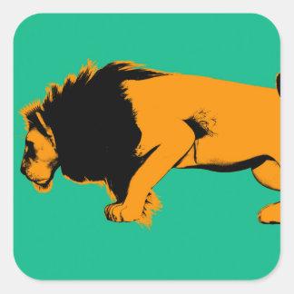Sticker Carré Chat contre le lion prêt à combattre ou prendre