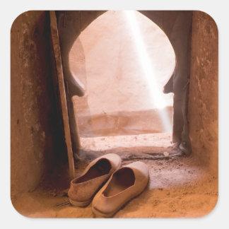 Sticker Carré Chaussures marocaines à la fenêtre