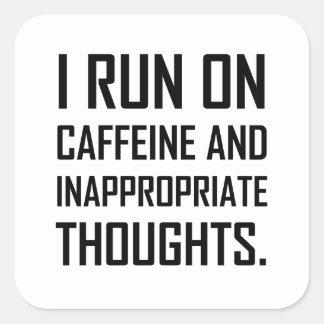 Sticker Carré Courez les pensées inadéquates de caféine