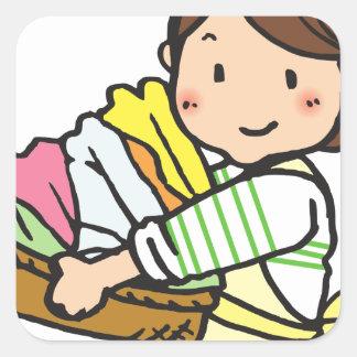 Sticker Carré Femme avec le panier de blanchisserie