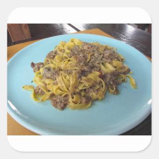 Sticker Carré Fettuccine frais italien avec des champignons de