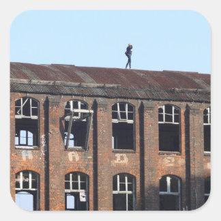 Sticker Carré Fille sur le toit 02,2, endroits perdus
