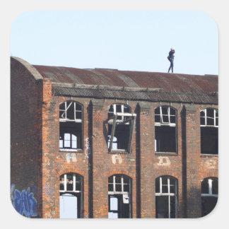 Sticker Carré Fille sur le toit - endroits perdus