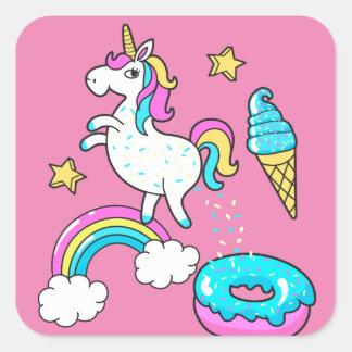 Sticker Carré L'arc-en-ciel pooping de licorne drôle arrose sur