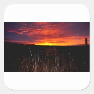Sticker Carré Le feu dans le ciel au lever de soleil