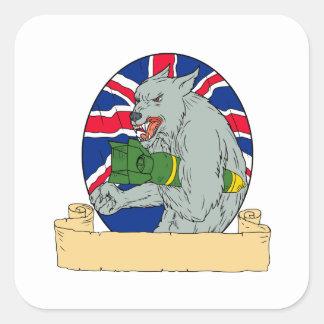 Sticker Carré Loup gris tenant le dessin d'Union Jack de bombe