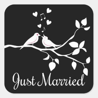 Sticker Carré Mariage marié noir et blanc de perruches juste